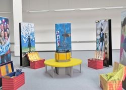 alternatives Ausstellungsformat mit flexiblen Roll-Ups